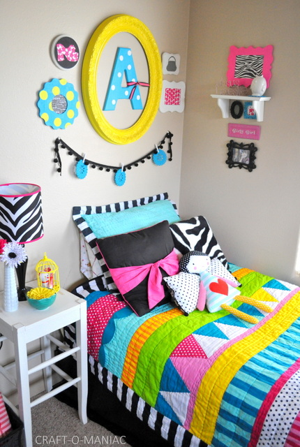 Colorful little girls bedroom for Bright coloured bedroom designs