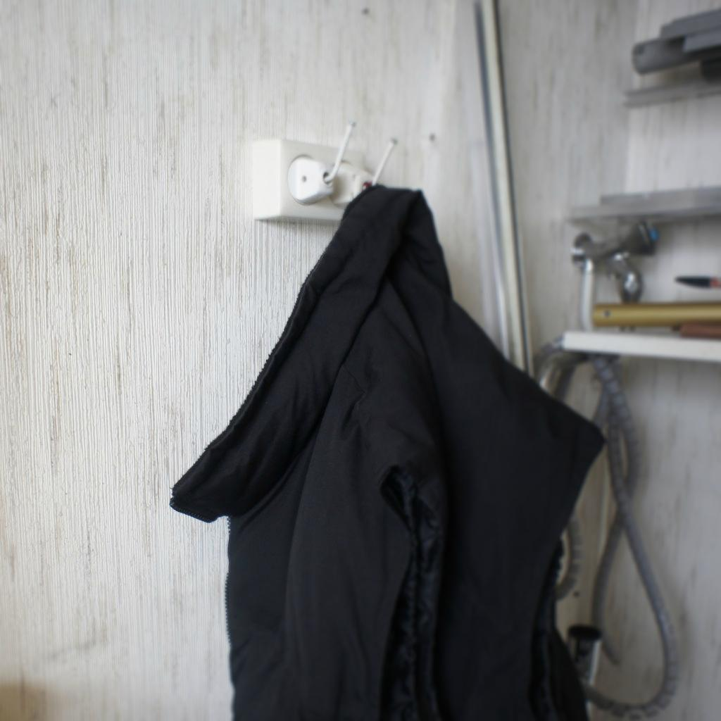 How to make a coat hanger out of old outlet plugs