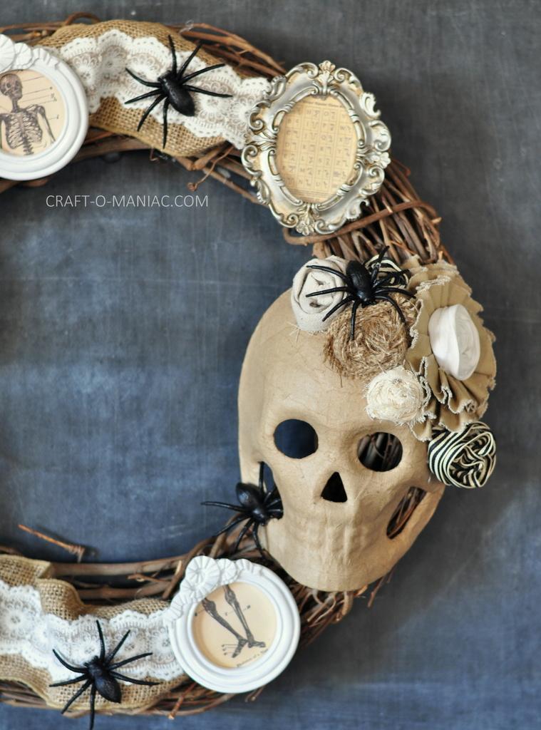 Diy Halloween Vintage Frames Wreath