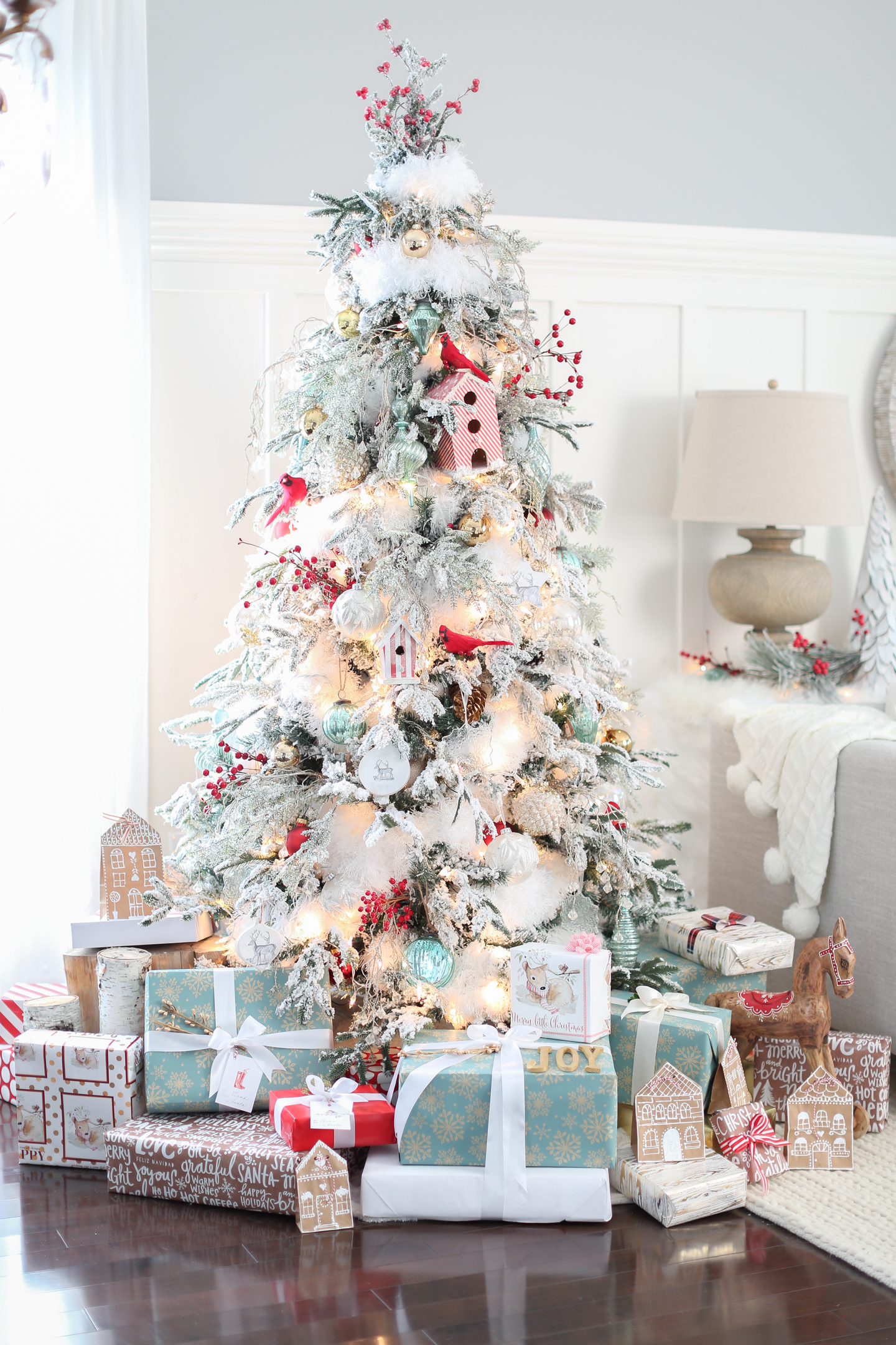 10 Beautiful Christmas Tree Ideas - Craft-O-Maniac